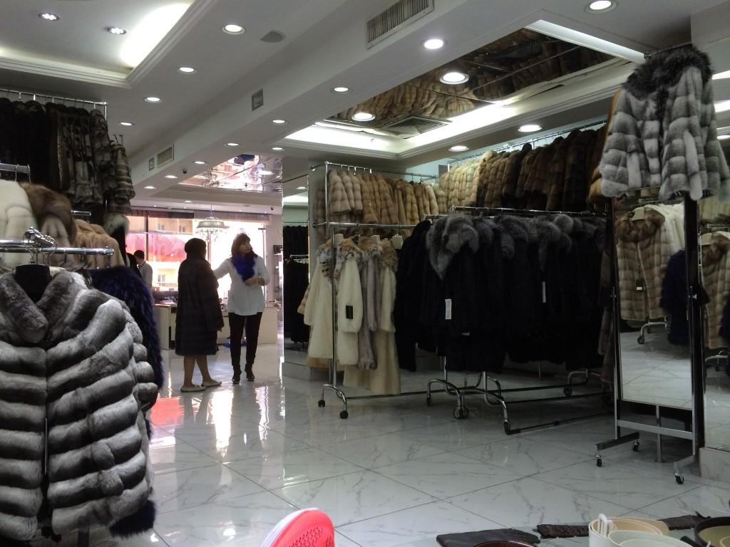 Один из 100500 магазинов шуб