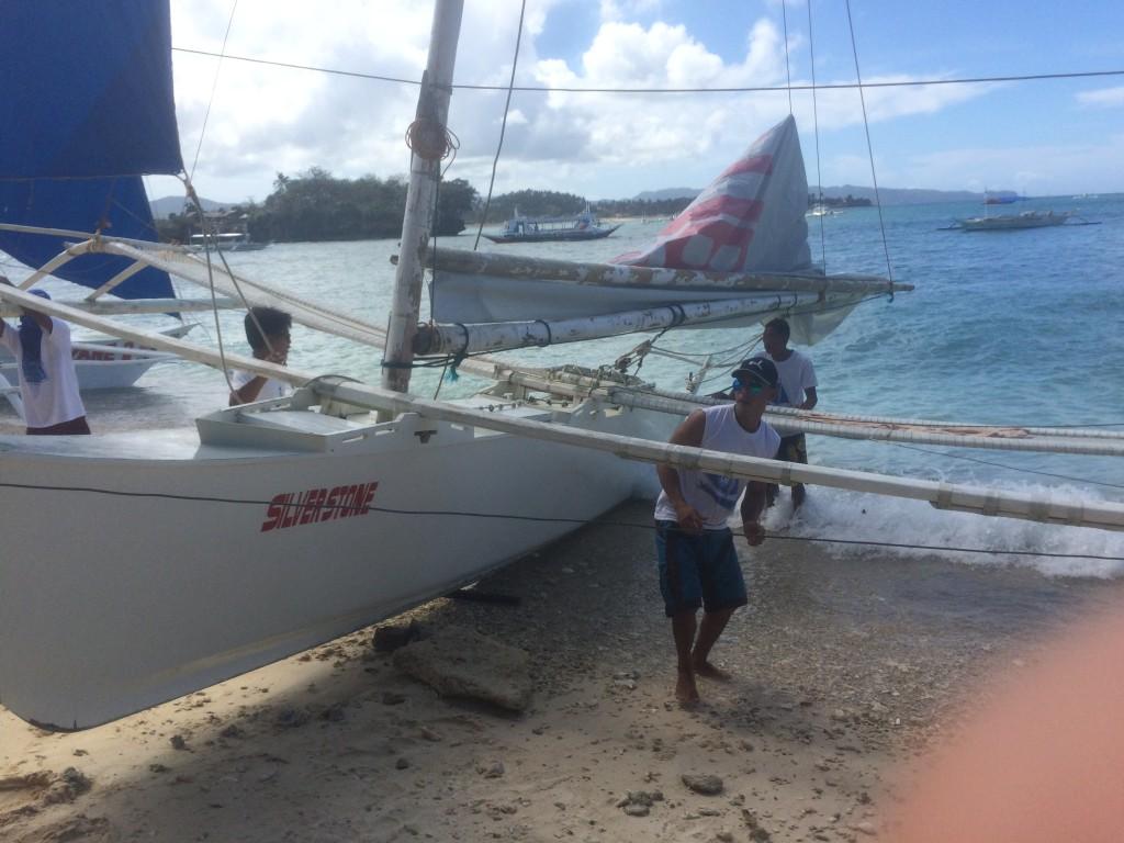 Лодка для путешествия вокруг острова
